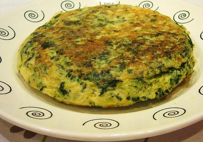 RECETA: Arroz blanco con tortilla de huevos y vegetales