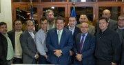 El candidato a diputado por San Salvador, Josué Alvarado (centro) en compañía de un grupo de empresarios salvadoreños residentes en el área metropolitana de Washington. A finales de enero Alvarado estuvo en DC, y otras partes de Estados Unidos, pidiendo el voto para su candidatura.