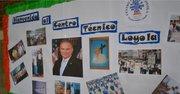 Foto del senador Tim Kaine en el Instituto Técnico Loyola, Honduras.
