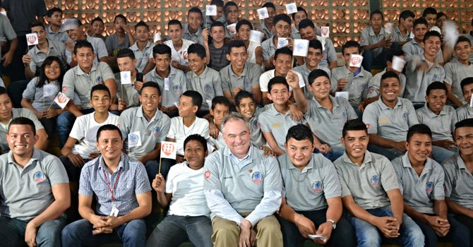 El senador Kaine vuelve a Honduras