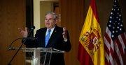 """El senador Bob Menéndez durante su discurso de aceptación del premio """"Bernardo de Gálvez"""" el 3 de marzo de 2015."""