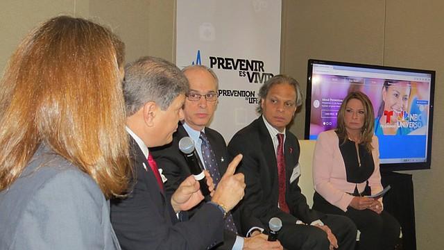 La presentadora de televisión, Ana María Polo (derecha) fue la moderadora de una conversación de expertos el 3 de marzo en DC.