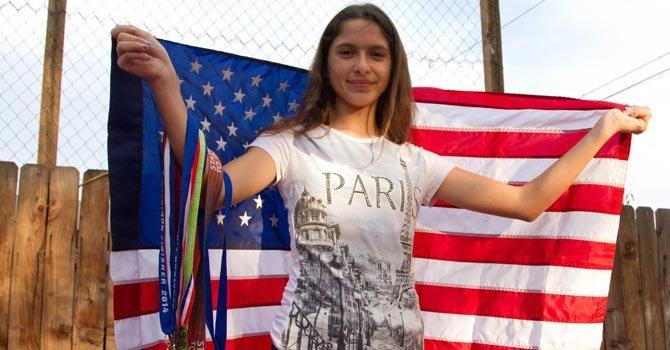 Latina de 12 años bate récord mundial al correr 7 maratones en 5 continentes