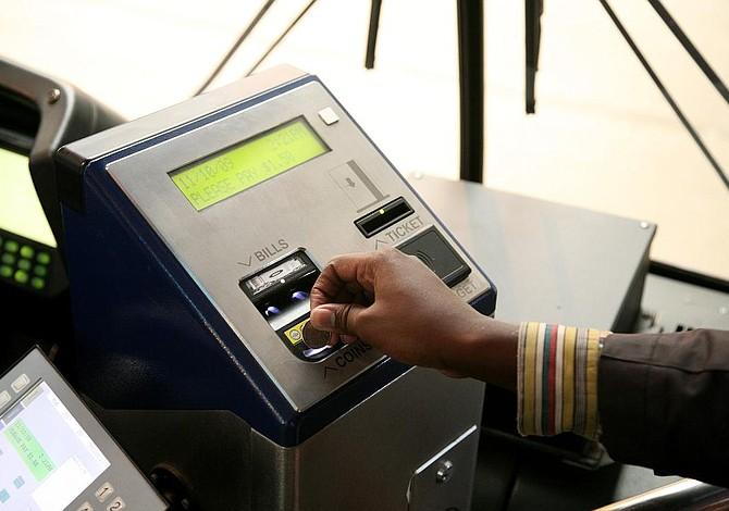 La mayoría de los usuarios se opone al aumento de tarifas del T