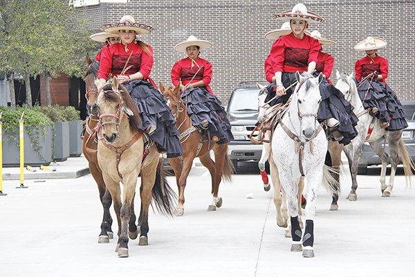 Orgullosas de sus tradiciones, estas mujeres engalanan la fiesta charra y ponen el nombre de México en alto donde quiera que se presentan.