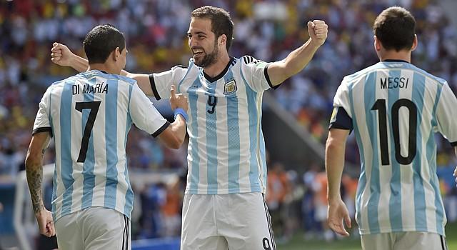 Los estelares jugadores argentinos Ángel Di María, Gonzalo Higuaín y Lionel Messi fueron confirmados para estar con la selección nacional de su país en el partido ante El Salvador el 28 de marzo en el estadio FedEx Field de Landover, Maryland,