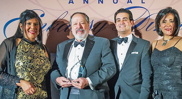 GALA. La presidenta de la GWHCC, Ángela Franco (der.) junto al Chairman de la Cámara, Mario Acosta Vélez, el embajador de El Salvador, Francisco Altschul, y Syddia Lee-Chee miembro de la Junta Directiva de la GWHCC.