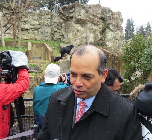 Embajador peruano elogia iniciativas del Smithsonian