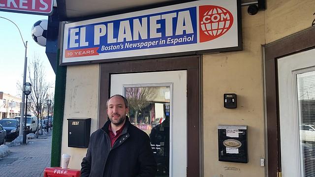 Mike Wasserman, director ejecutivo de Bottom Line, visitando El Planeta