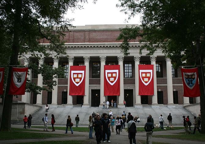 RANKING: Dos universidades de MA están entre las 10 mejores del país
