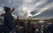 AMANECER. Miles de cristianos participaron en 2014 en el Servicio de Resurrección al Amanecer en DC.