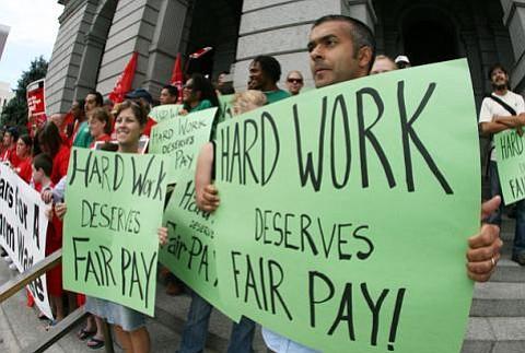 MARTES 14 DE ABRIL: Trabajadores marcharán para exigir que aumenten el sueldo mínimo a $15