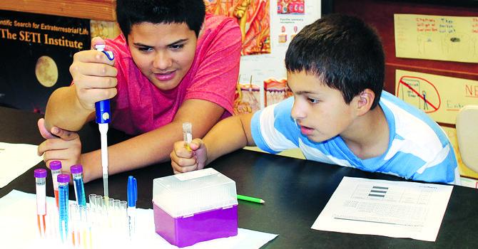 En el MdBiolab los estudiantes más jóvenes se inician en las ciencias.