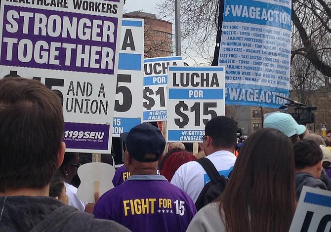 Trabajadores marcharon para exigir que aumenten el sueldo mínimo a $15