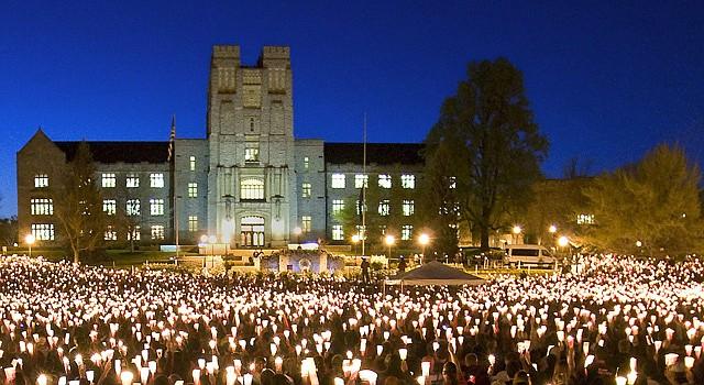 Imágenes de la vigilia en Virginia Tech en memoria de las víctimas de la masacre en ese campus el 16 de abril de 2007.