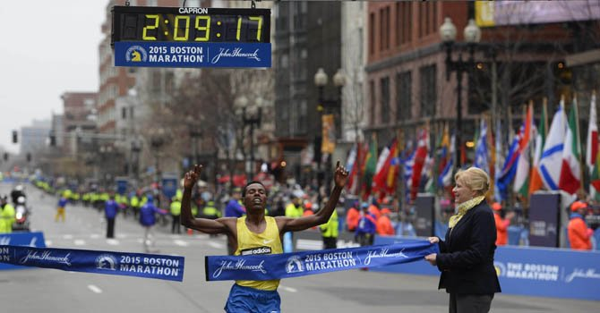 Etíope Desisa y keniana Rotitch ganan en Boston