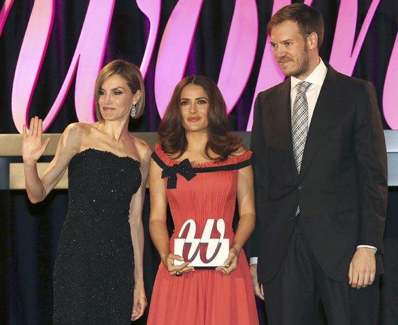 La Reina de España premia a Salma Hayek
