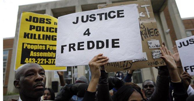 Retiran cargos contra tres policías por muerte de Freddie Gray en Baltimore