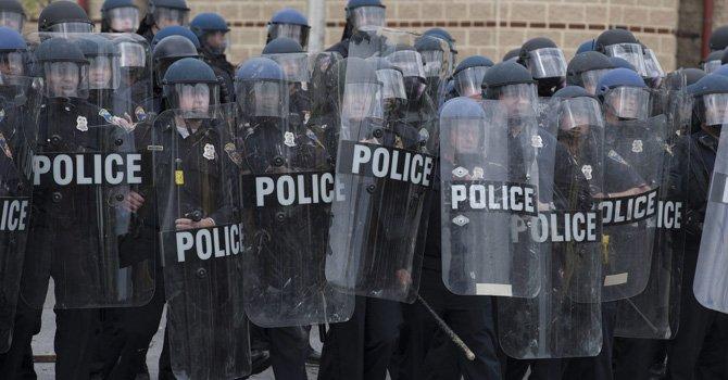 Declaran toque de queda en Baltimore