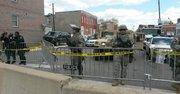 La Guardia Nacional desplegada por orden del gobernador de Maryland, Larry Hogan, protege la Riggs St, junto a una estación de policía, el 28 de abril de 2015 en horas de la tarde.