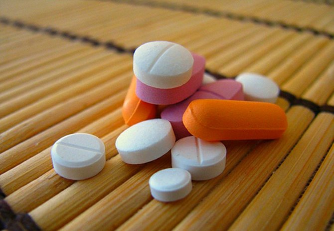 """Baker citó investigaciones que indican que 4 de cada 5 adictos a la heroína se engancharon a los opiáceos a través de medicamentos para el dolor o """"painkillers""""."""