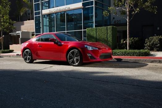 El nuevo Scion FR-S muestra su estilo deportivo a un bajo costo