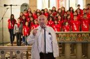 """El padre salesiano José María """"Pepe"""" Moratalla destacó el éxito del proyecto de la Fundación EDYTRA que dirige en San Salvador para alejar a la juventud de la violencia, durante el recital en la Iglesia Corazón de Jesús en Washington, DC el miércoles 29 de abril de 2015."""