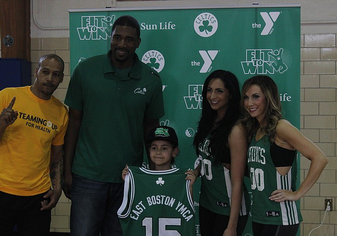EAST BOSTON: Boston Celtics visitaron YMCA