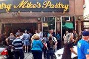 Mikes Pastry, en el North End, es una pastelería famosa por sus canolis