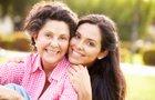 ¡El Día de las Madres está a la vuelta de la esquina! Es nuestro día especial para celebrar a la mujer más importante en nuestras vidas. Este año, en vez de enviarle las flores usuales y chocolates, vamos a compartir estos consejos de salud con ella para mantener ¡al corazón de nuestra familia saludable!