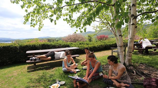 ¡Nada se compara a recibir clases de yoga rodeados de la naturaleza de los Berkshires!