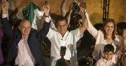 """El candidato independiente Jaime Rodríguez (centro), conocido como """"El Bronco"""", celebró el domingo 7 de junio de 2015, en la ciudad de Monterrey, donde aseguró que como gobernador del norteño estado de Nuevo León iniciará una segunda Revolución Mexicana."""