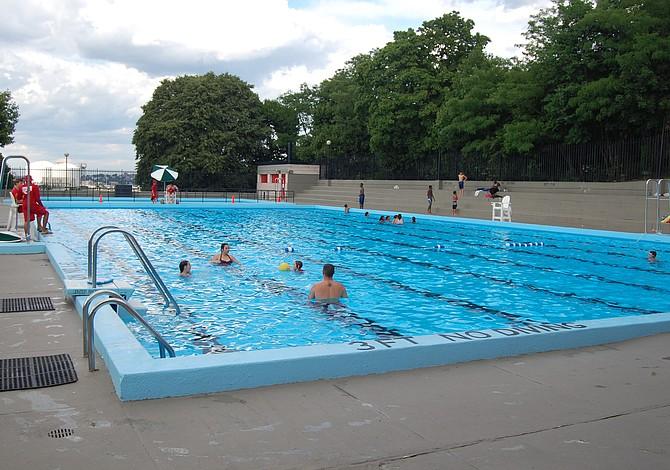 Abren dos piscinas públicas y una playa familiar por la temporada de verano