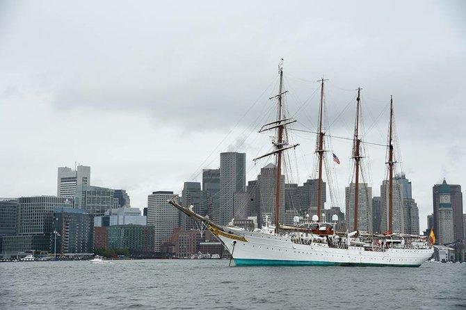 El lunes 15 de junio recibimos en nuestra bahía al buque escuela español Juan Sebastián de Elcano, uno de los más grandes de su tipo, y que estuvo estacionado en el Pier Four en Charlestown hasta el 20 de junio.