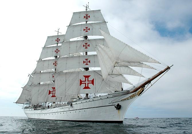 Una serie de buques visitan la bahía de Boston este verano