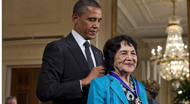 HONRA. El presidente Barack Obama otorgó la Medalla Presidencial de la Libertad a Dolores Huerta en 2012.