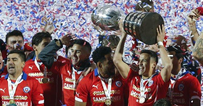 Chile gana en los penaltis la primera Copa América de su historia