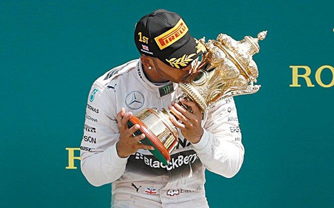 Hamilton se afianza en el primer lugar