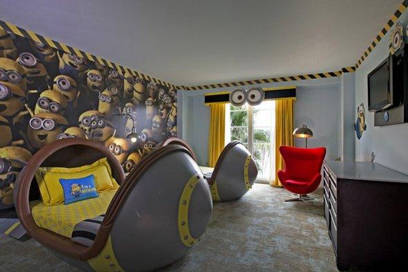 Si quieren dormir acompañados de Minions, el hotel Portofino Bay Hotel ofrece los cuartos con temática de estos personajes.