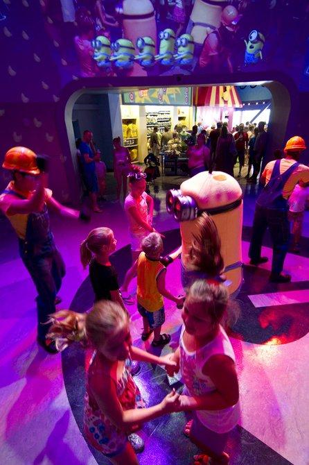 Si lo de sus chiquitines es bailar, pues los Minions ofrecen actividades donde todos bailan y se divierten.