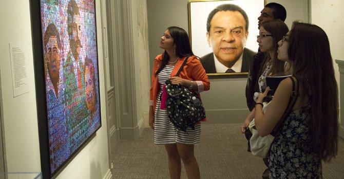 "Joven ""embajadora"" del Latino Smithsonian Center"