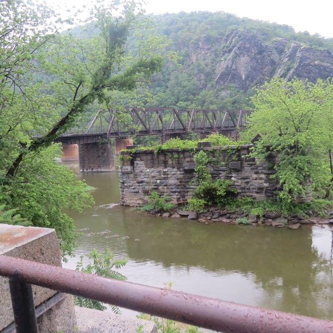 Paisaje en la confluencia de los ríos Potomac y Shenandoah en Harpers Ferry.