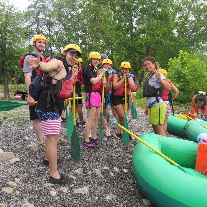 """Listos para la aventura de """"raftling"""" en las aguas claras de los ríos Shenadoah y Potomac."""