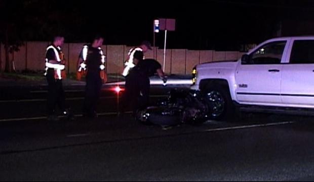 Motociclista en estado crítico después de chocar contra un camión