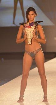 Una modelo durante la presentación de diseños de San Lorenzo Bikinis, durante el Miami Swim Week 2015.