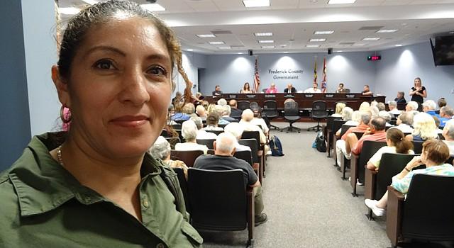 """Roxana Orellana poco antes de testificar ante el Concejo de Frederick en Maryland sobre la ordenanza """"English Only"""", el martes 21 de julio de 2015."""