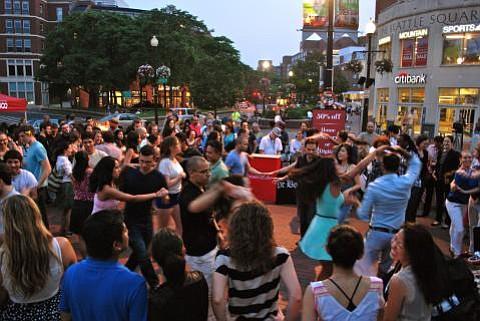FRIDAY NIGHT: Baila y come salsa en Harvard Square