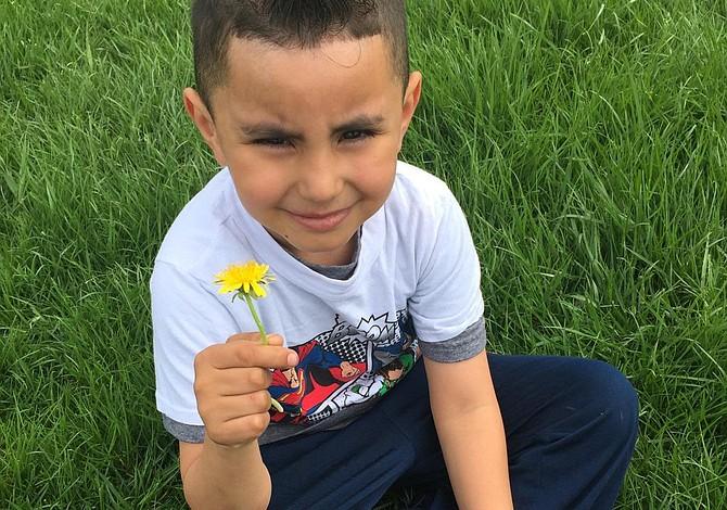 East Boston: premian al alumno de Kindergarten que nunca faltó a clases, con beca de $5000