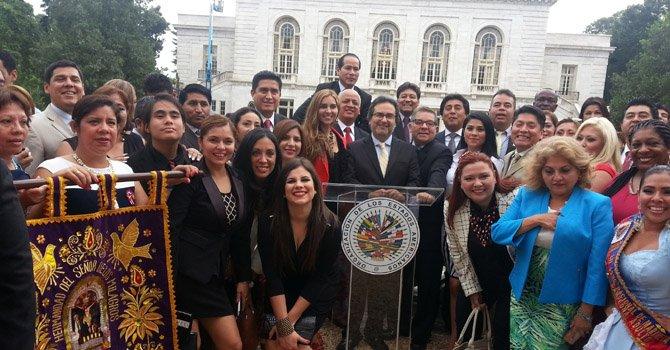 Celebran independencia de Perú en la Casa Blanca
