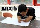 El joven colombiano Juan Fernando Agudelo que nació sin manos ni pies. Foto: Efe